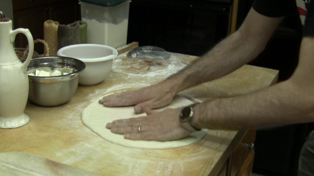 pizza ricetta stendere pasta