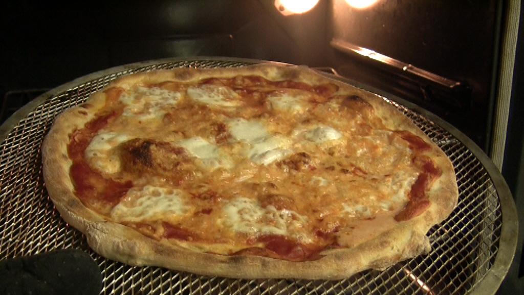 pizza fatta in casa cotta al forno