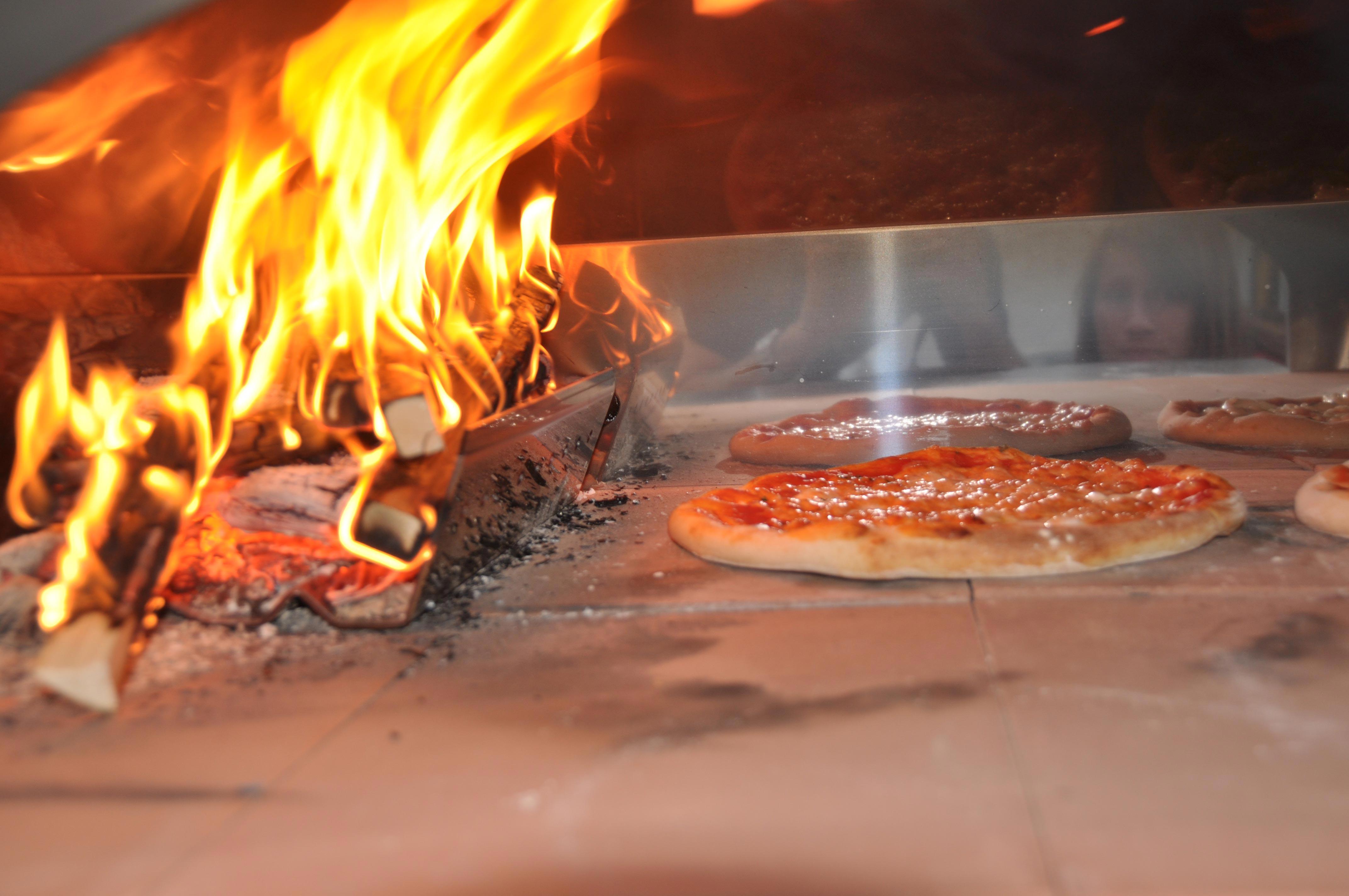 Pizza forno legna le parole chiave per un risultato - Temperatura forno a legna pizza ...