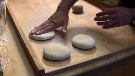 preparazione pizza veloce fatta in casa