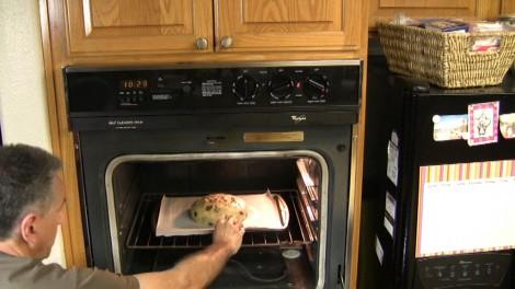 Pandolce Alto Genovese nel forno caldo