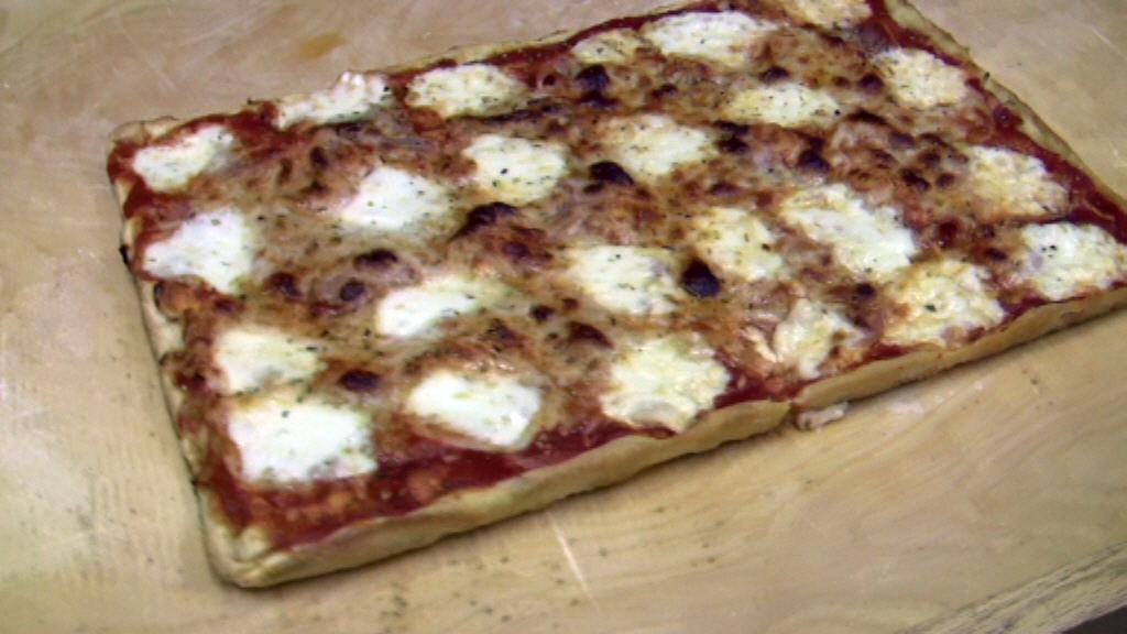 Ricetta Pizza Napoletana Teglia.Ricetta Pizza Nella Teglia Semplice Fatta In Casa Vivalafocaccia