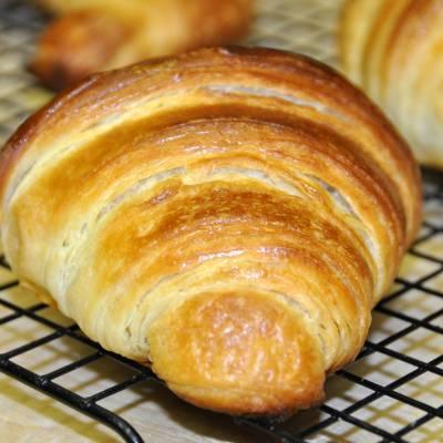 Ricetta dei Croissant Sfogliati Fatti in Casa - Le Ricette di VivaLaFocaccia