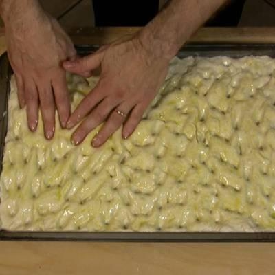 Schiacciata di Patate, la Video Ricetta - Le Ricette di VivaLaFocaccia